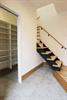 玄関を開けると造作階段